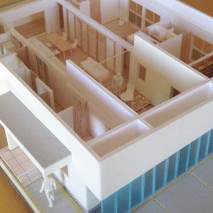 半透明の中庭/homeKZ 模型写真