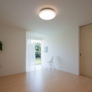 互い違いの内壁/homeHR 2階寝室