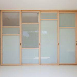互い違いの内壁/homeHR 4枚引き建具