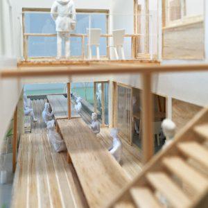 藤里の大きな縁側と掘りごたつ 模型写真 内観
