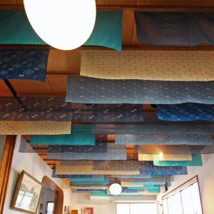 天井の布地 天井を見上げる