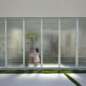 半透明の中庭/homeKZ ガラススクリーン近景