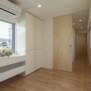 半透明の中庭/homeKZ 応接室