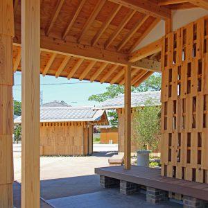 亀崎公園の再編 休憩所からオープンスペースを見る