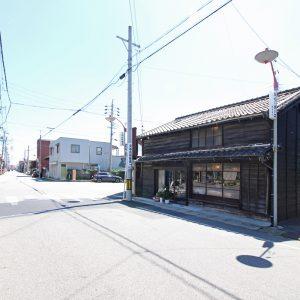 亀崎の蕎麦屋 仲町通りに面した町家