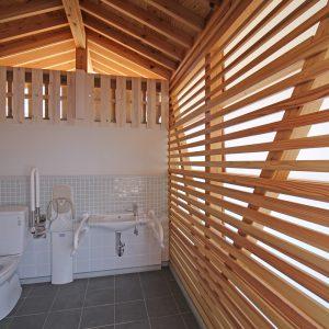 亀崎公園の再編 多目的トイレ内観