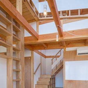片流れの離れ/homeYG 階段