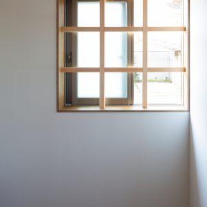 三方向の屋根/annexTK サッシと木格子