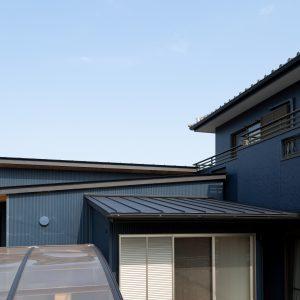 三方向の屋根/annexTK 三方向の屋根と既設母屋、カーポートとの関係